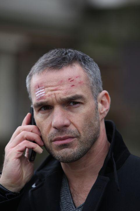Kann Rocher (Philippe Bas) den wahren Mörder ausfindig machen? - Bildquelle: Xavier Cantat 2011 BEAUBOURG AUDIOVISUEL / Xavier Cantat