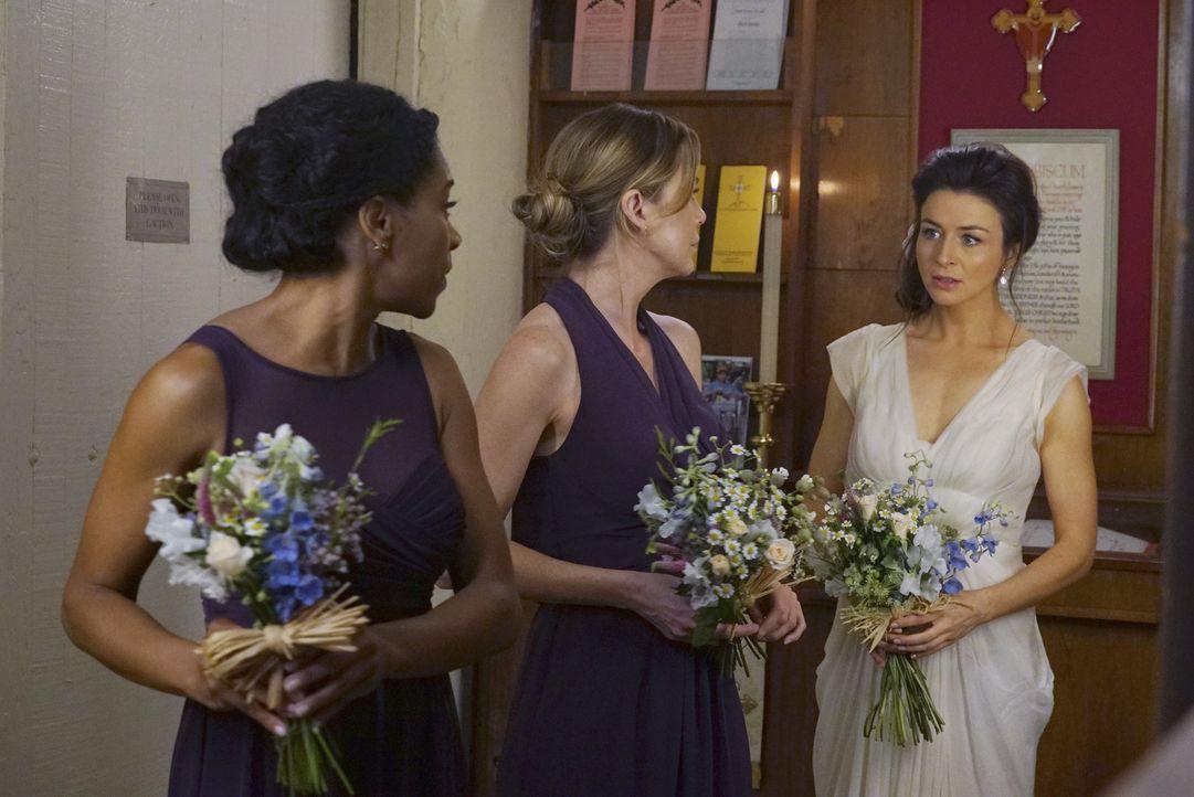 Meredith (Ellen Pompeo, M.) und Maggie (Kelly McCreary, l.) stehen Amelia (Caterina Scorsone, r.) zur Seite, als sie zu zweifeln beginnt. Währenddes... - Bildquelle: Byron Cohen ABC Studios