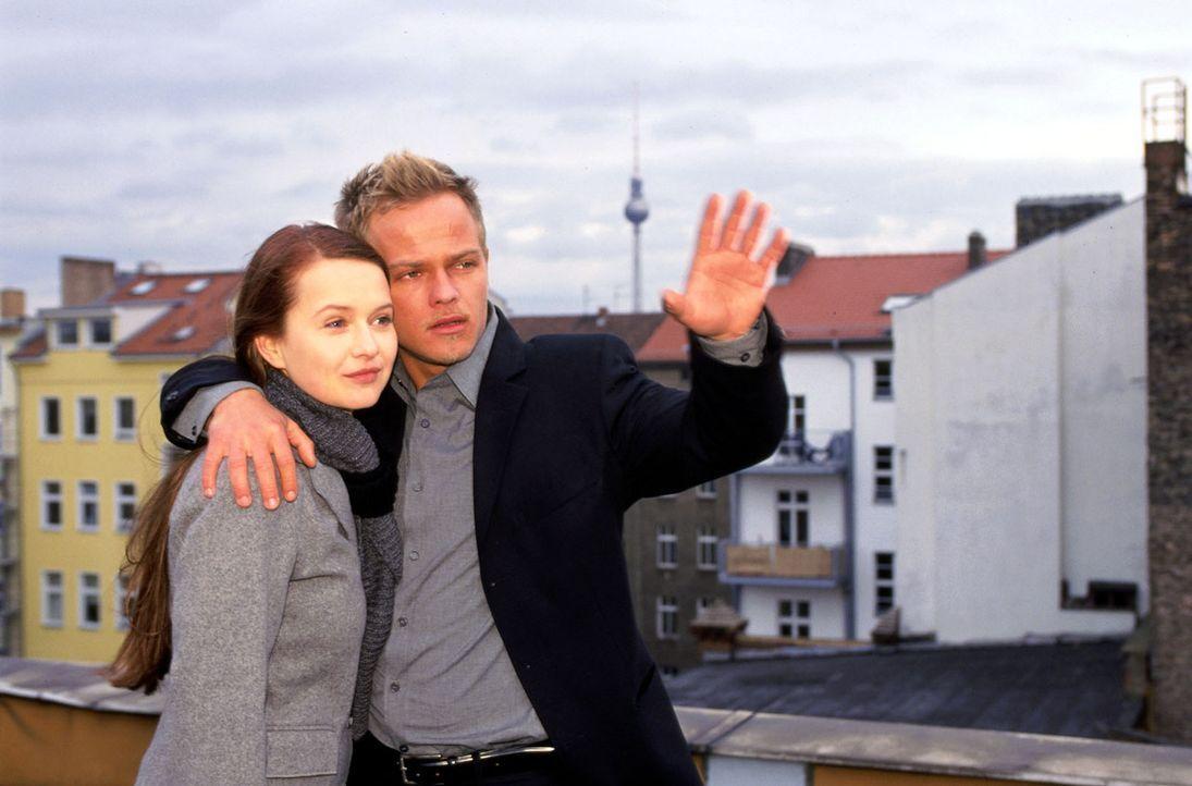 Nach vielen Missverständnissen blicken Ben (Matthias Koeberlin, r.) und Maria (Stefanie Stappenbeck, l.) optimistisch in die Zukunft... - Bildquelle: Sat.1/Degraa