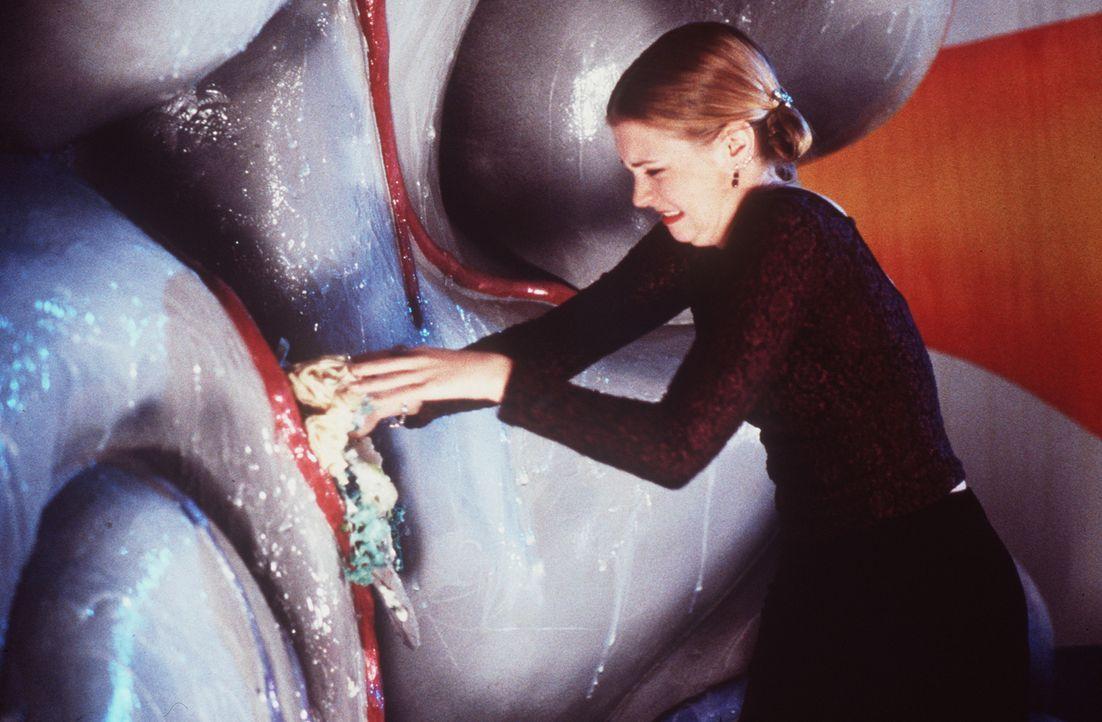 Sabrina (Melissa Joan Hart) muss feststellen, dass ihre Zauberkraft im Inneren von Sterblichen nicht funktioniert. - Bildquelle: Paramount Pictures