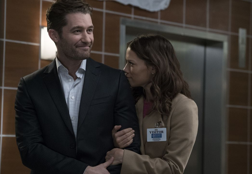 Als Paul (Matthew Morrison, l.) mit seiner Verlobten Jenny (Bethany Joy Lenz, r.) im Grey Sloan Memorial Hospital auftaucht, sind alle total begeist... - Bildquelle: Richard Cartwright 2017 American Broadcasting Companies, Inc. All rights reserved./Richard Cartwright