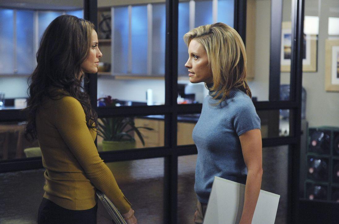 Geraten aneinander: Charlotte (KaDee Strickland, r.) und Violet  (Amy Brenneman, l.) ... - Bildquelle: ABC Studios