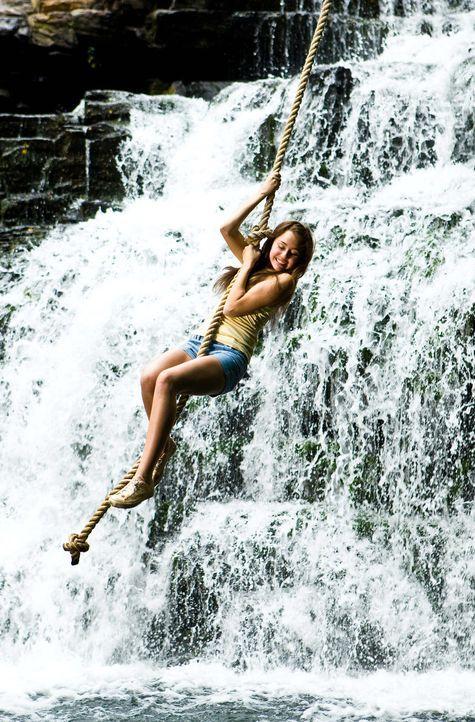 Ihre neu entdeckte Leidenschaft für das Landleben führt sie zu einer wichtigen Entscheidung: Miley (Miley Cyrus) alias Hannah Montana ... - Bildquelle: Sam Emerson Walt Disney Pictures.  All Rights Reserved