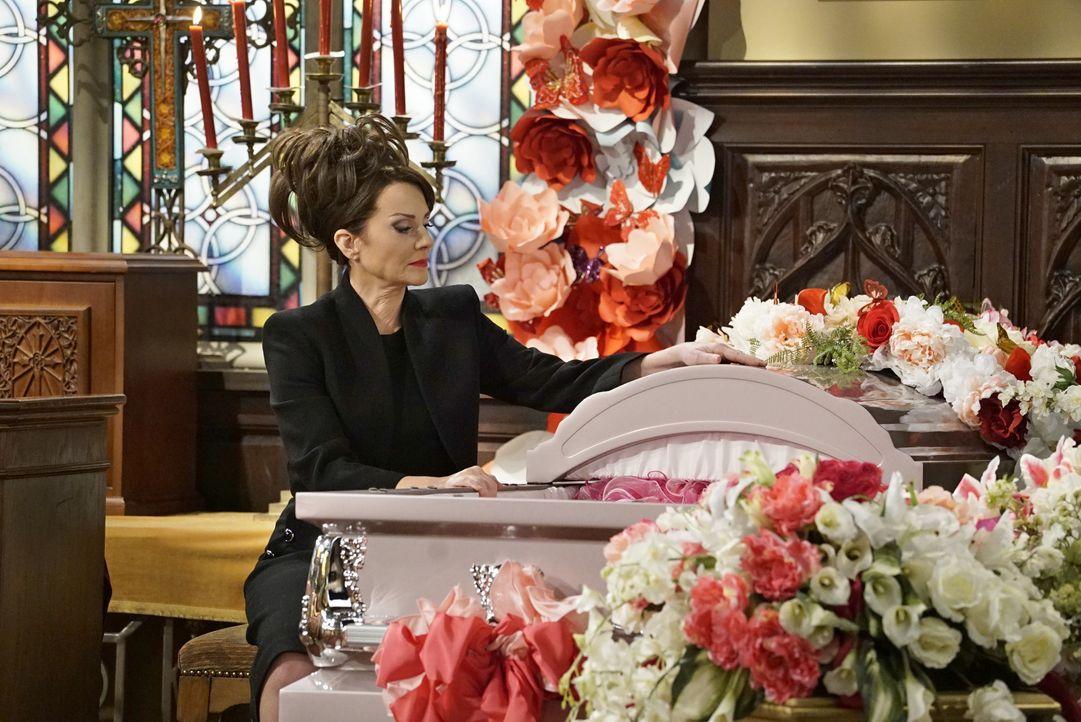 Eine persönliche Tragödie wirft Karen (Megan Mullally) gewaltig aus der Bahn ... - Bildquelle: Chris Haston 2017 NBCUniversal Media, LLC / Chris Haston