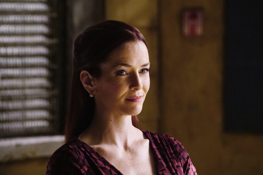 Spielt Dr. Kelly Nieman (Annie Wersching) nur ein Spiel mit Castle und Kate, oder weiß sie sehr wohl Bescheid, wer ihr Geliebter ist? - Bildquelle: ABC Studios