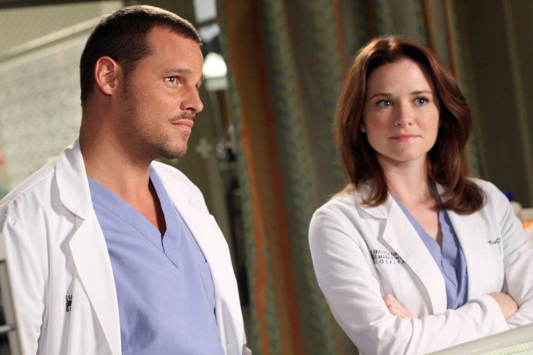 April (Sarah Drew, r.) hat sich in Alex (Justin Chambers, l.) verliebt - doch ihre erste Annäherung endet schlagartig ... - Bildquelle: ABC Studios