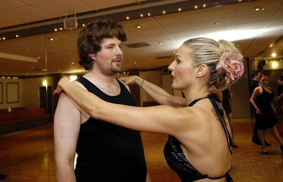 Das Erlernen erster Tanzschritte fordert vollste Konzentration: Martin, l. und Daniela Wolf, r. ... - Bildquelle: ProSieben