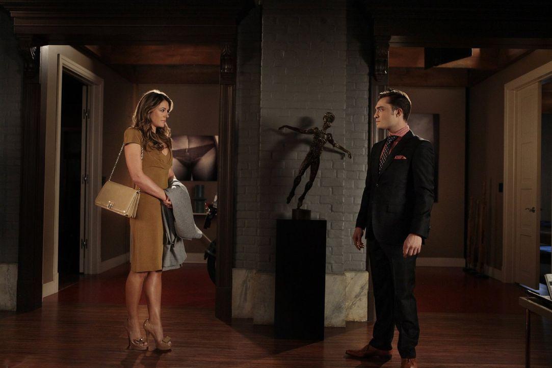 Chuck (Ed Westwick, r.) muss sich mit einem Geheimnis aus der Vergangenheit von Diana (Elizabeth Hurley, l.) auseinandersetzen ... - Bildquelle: Warner Bros. Television