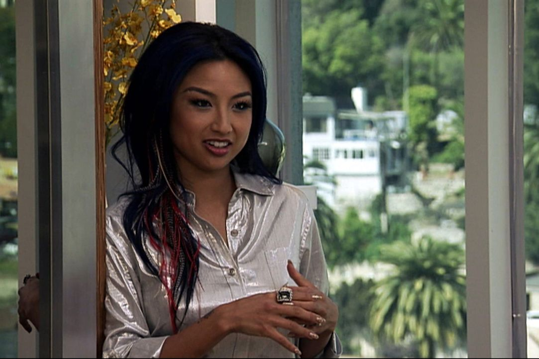 "(12. Staffel) - In ""How do I look?"" kämpft Jeannie Mai gegen modische Fehltritte und stylt ihre Kandidatinnen zu Power-Frauen. - Bildquelle: 2011 E! Entertainment Television, LLC. ALL RIGHTS RESERVED. ""STYLE? is a registered trademark of E! Entertainment Television, LLC."