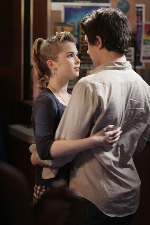 Verliebt bis über beide Ohren: Amanda (Kirsten Prout, l.) und Kyle (Matt Dallas, r.) haben endlich zueinander gefunden ... - Bildquelle: TOUCHSTONE TELEVISION