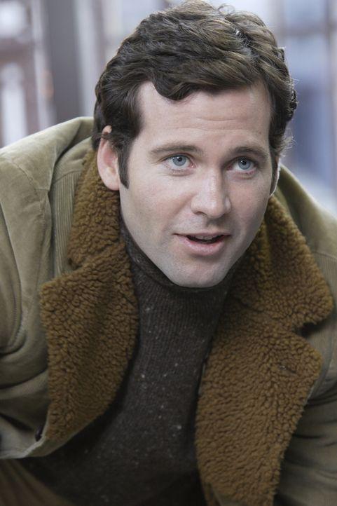 Durch Zufall trifft Jake (Eion Bailey) auf Abby, und merkt dabei, dass er immer noch Interesse an ihr hat ... - Bildquelle: WARNER BROS