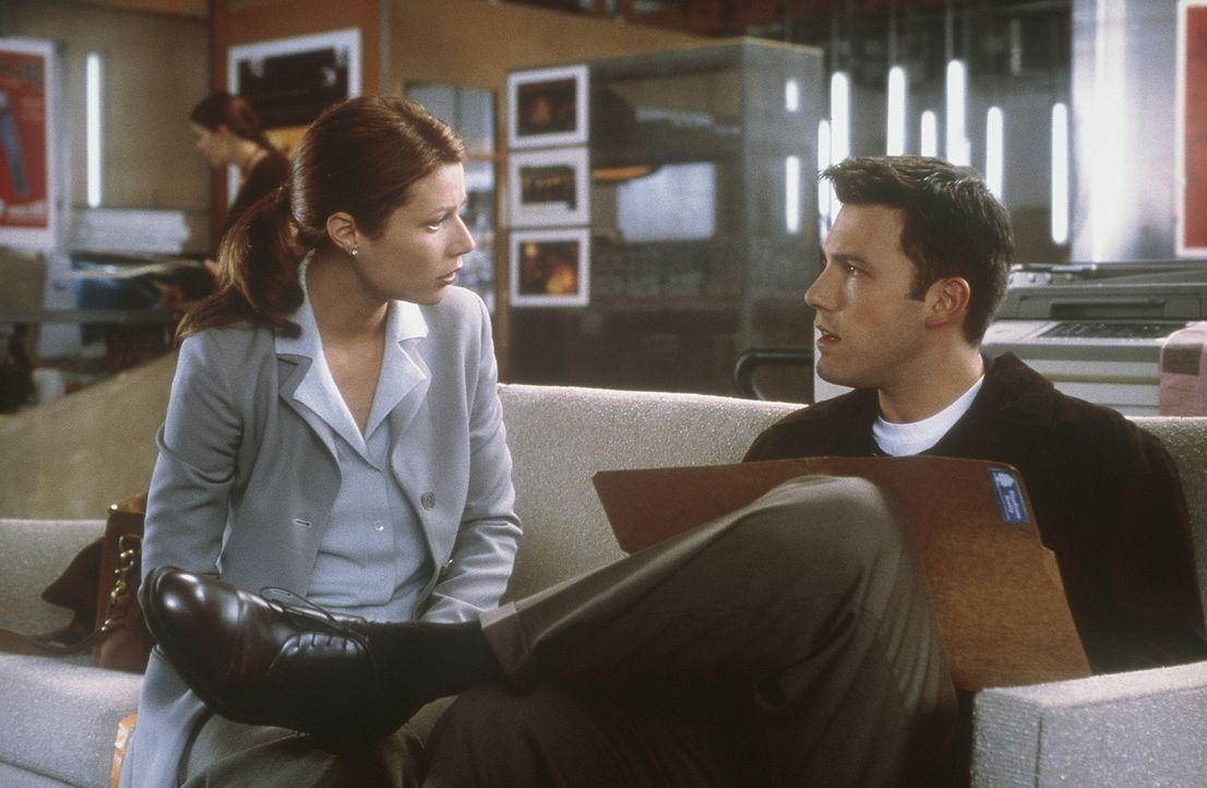Nach monatelangen Gewissensbissen wagt es Buddy (Ben Affleck, r.) endlich, Gregs Witwe Abby (Gwyneth Paltrow, l.) und ihre Söhne aufzusuchen. Doch d... - Bildquelle: Miramax Films