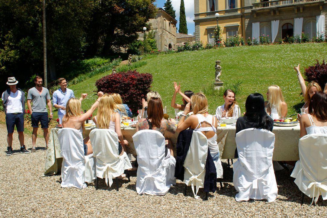 (v.l.n.r.) Paul, Peter und Marcel holen einige Mädchen zu einem Date ab ... - Bildquelle: Richard Hübner ProSieben