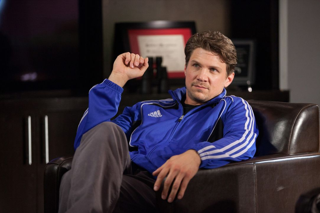 Hat einen neuen Patienten für Dani: Footballcoach Matthew (Marc Blucas) ... - Bildquelle: 2011 Sony Pictures Television Inc. and Universal Network Television LLC.  All Rights Reserved.