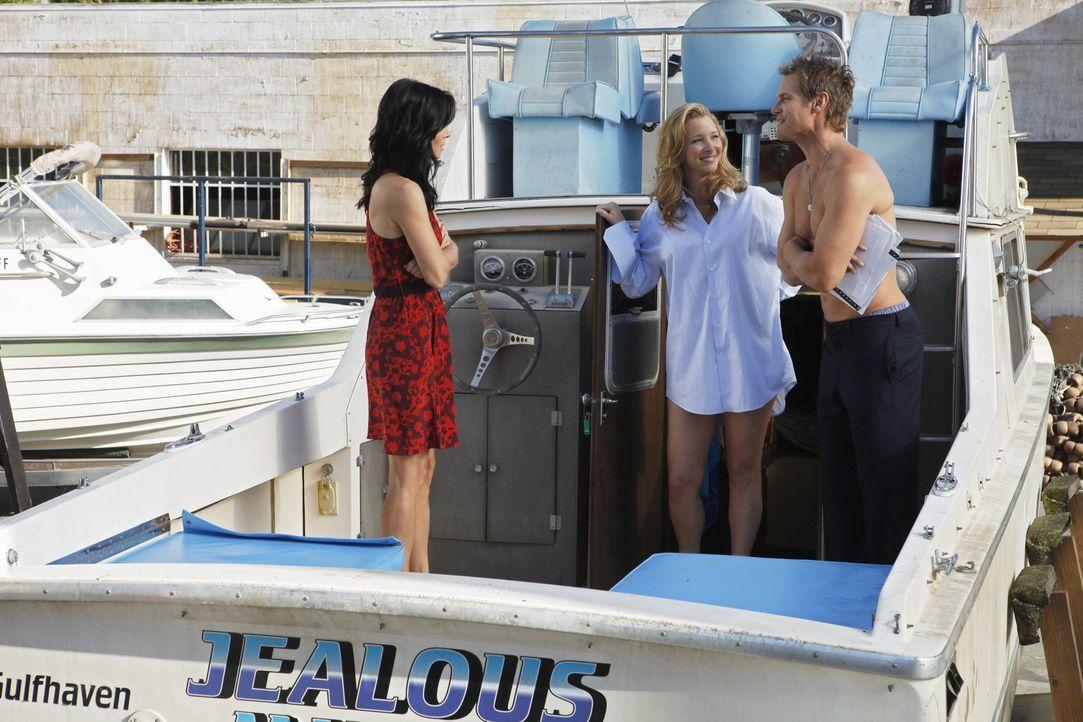 Als Jules (Courteney Cox, l.) herausfindet, dass Bobby deren Lover ist, flippt sie vollkommen aus. Sie versucht daraufhin, erst Dr. Evans (Lisa Kudr... - Bildquelle: 2009 ABC INC.
