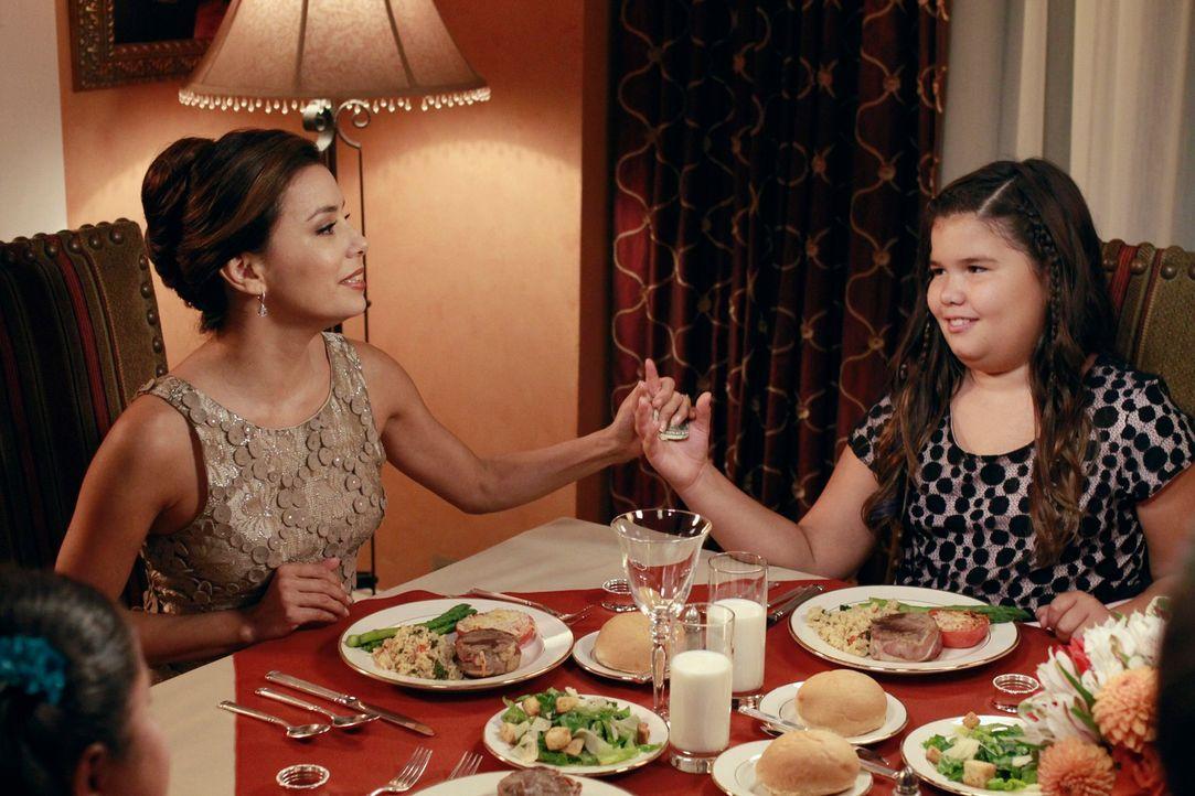 Während Susan nach wie vor, Andre von ihren künstlerischen Fähigkeiten überzeugen möchte,  versuchen Carlos und Gabrielle (Eva Longoria, l.) ihre Na... - Bildquelle: ABC Studios
