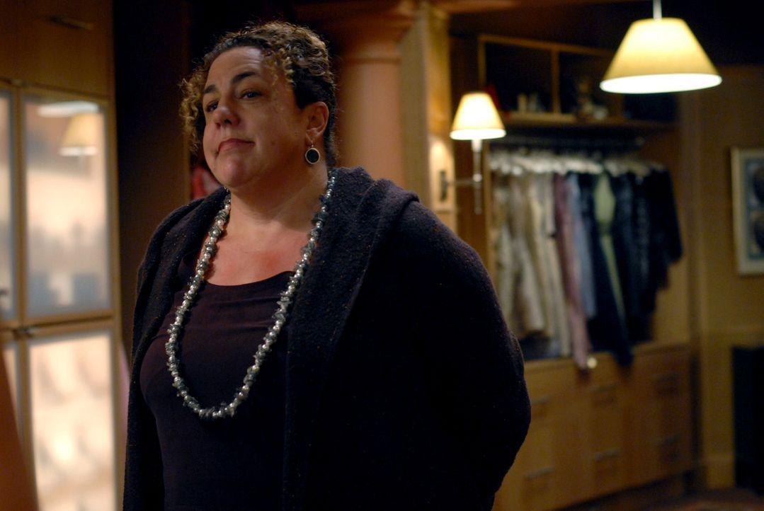 Damit hätte Victory im Traum nicht gerechnet: Joes Assistentin Ellen (Marcia DeBonis) hat eine Überraschung für sie vorbereitet ... - Bildquelle: 2004 NBC, Inc.