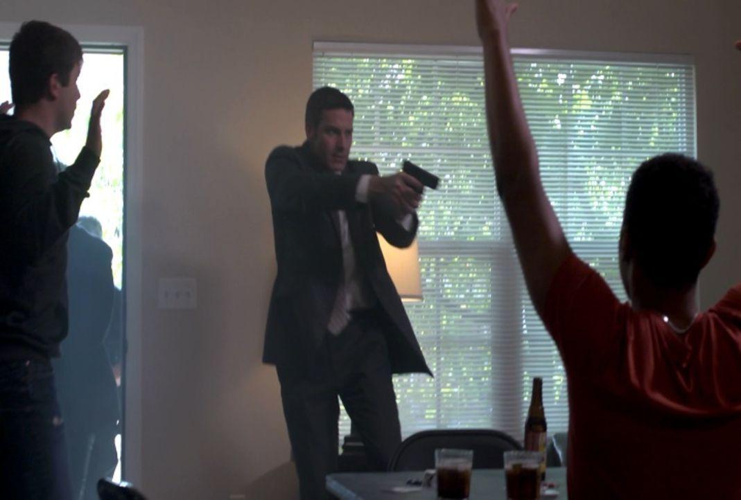 Wird es Lt. Joe Kenda (Carl Marino, M.) und seinen Kollegen gelingen, die brutalen Angreifer zu überführen, bevor sie für immer von der Bildfläche v... - Bildquelle: Jupiter Entertainment