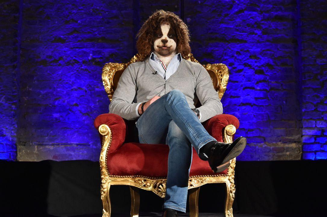Ricardo ist ein Traum von einem Mann, aber kann er das auch zeigen, obwohl er eine Hunde-Maske trägt? - Bildquelle: Andre Kowalski Sixx