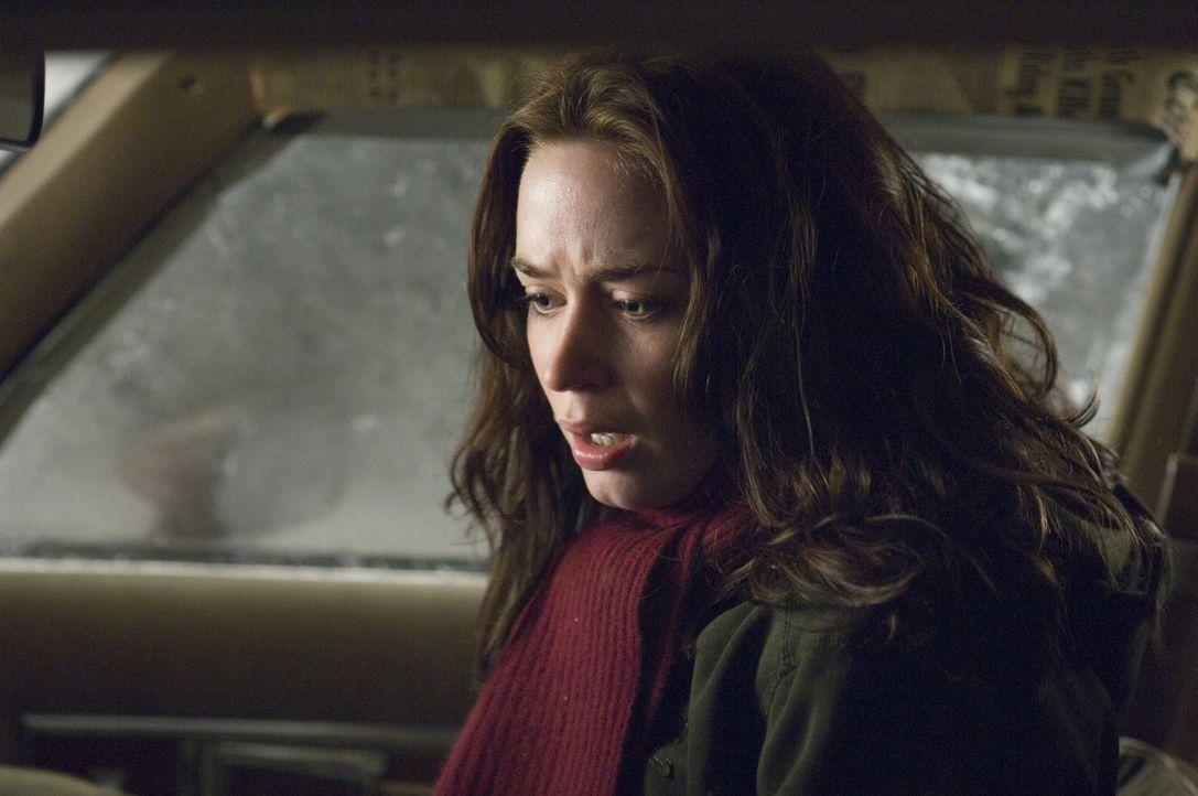 Es wird bald Nacht und eine Studentin (Emily Blunt) sitzt in einem Auto mit einem möglicherweise irren, aber bestimmt verdächtigen jungen Mann auf e... - Bildquelle: 2007 TriStar Pictures, Inc. All Rights Reserved.