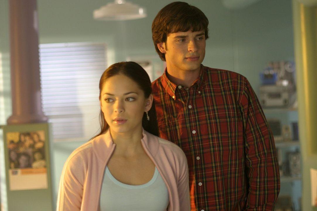 Clark (Tom Welling, r.) ahnt nicht, was Seth wirklich plant: Durch Gedankenmanipulation will er Lana (Kristin Kreuk, l.) zu seiner Freundin machen ... - Bildquelle: Warner Bros.