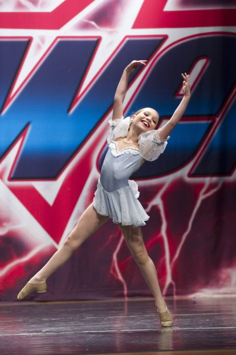 Ihr neuster Tanz ist inspiriert von einem berühmten Film. Wie wird sich Maddie dabei schlagen? - Bildquelle: 2012 A+E Networks