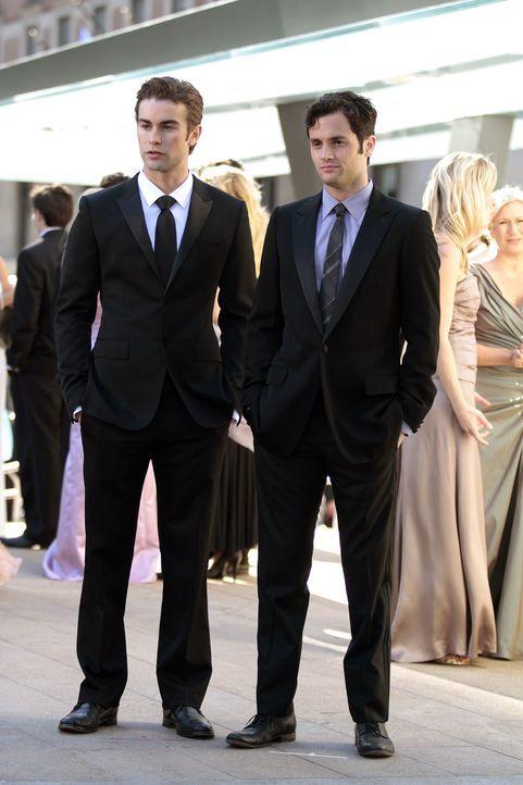 Müssen sich eingestehen, dass sie immer noch Gefühle für Serena haben: Nate (Chace Crawford, l.) und Dan (Penn Badgley, r.) ... - Bildquelle: Warner Bros. Television