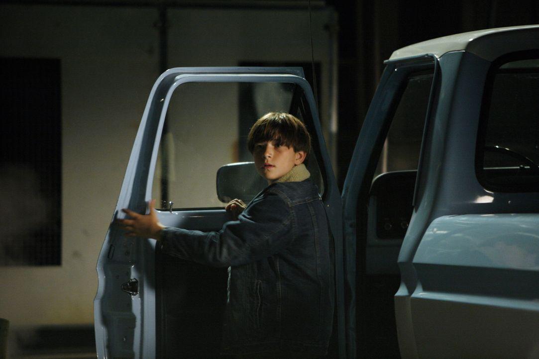 Während seine Mutter im Gefängnis sitzt, Ryan Bynum (Wyatt Smith) und sein Bruder bei ihrem Onkel untergebracht. - Bildquelle: Warner Bros. Entertainment Inc.
