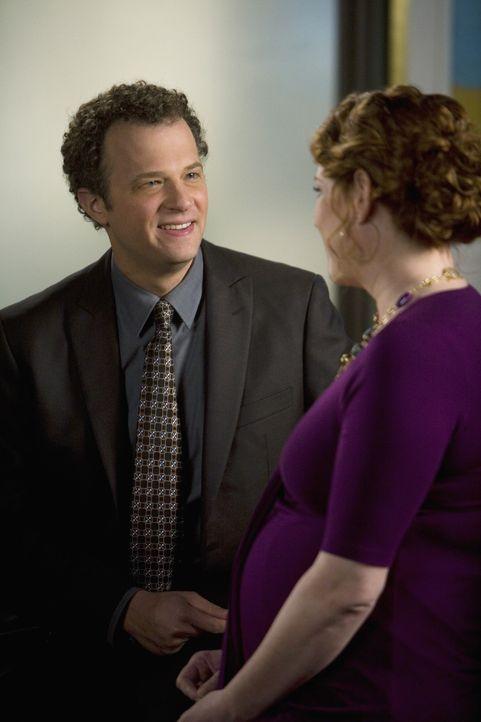 Anne (Molly Ringwald, r.) erwartet ein Baby von David (Ben Weber, l.). Er versichert, für sie und das Kind da zu sein und sie nicht im Stich zu las... - Bildquelle: 2009 DISNEY ENTERPRISES, INC. All rights reserved. NO ARCHIVING. NO RESALE.