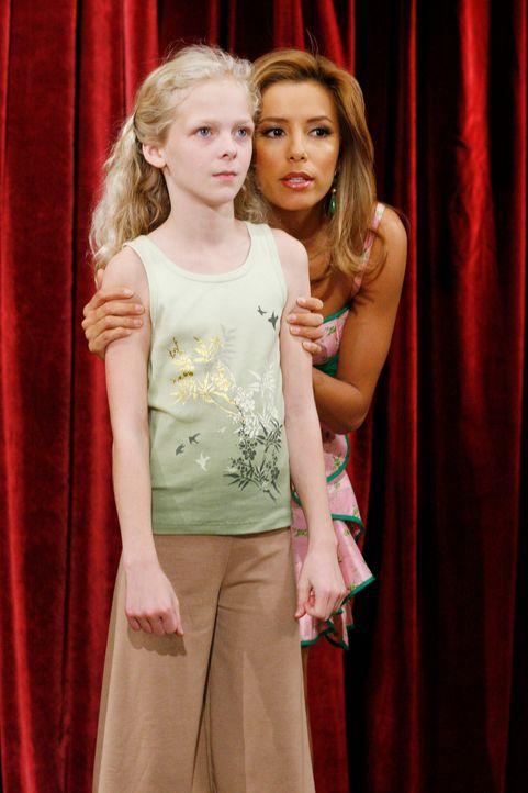Gabrielle (Eva Longoria, r.) macht Isabel (McKenzie Applegate, l.) klar, dass sie fest an sich glauben muss ... - Bildquelle: 2005 Touchstone Television  All Rights Reserved