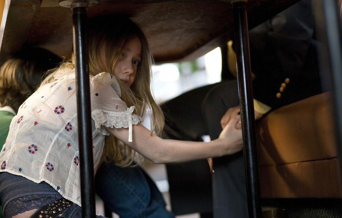 Ein kurzer Augenblick und das Leben von Jimmy (Josh Hutcherson, l.) und Anne (Dakota Fanning, r.) ist nicht mehr, wie es einmal war ... - Bildquelle: Constantin Film Verleih