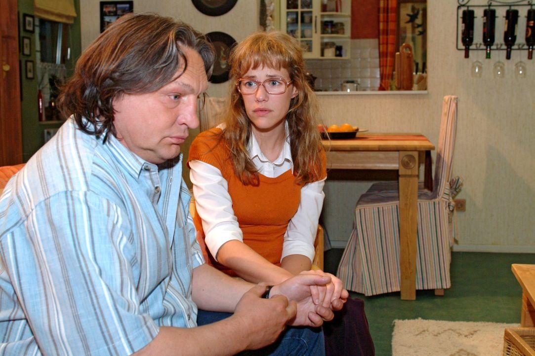 Lisa (Alexandra Neldel, r.) kommt an den von ihr zutiefst enttäuschten Bernd (Volker Herold, l.) nicht mehr ran. (Dieses Foto von Alexandra Neldel... - Bildquelle: Sat.1