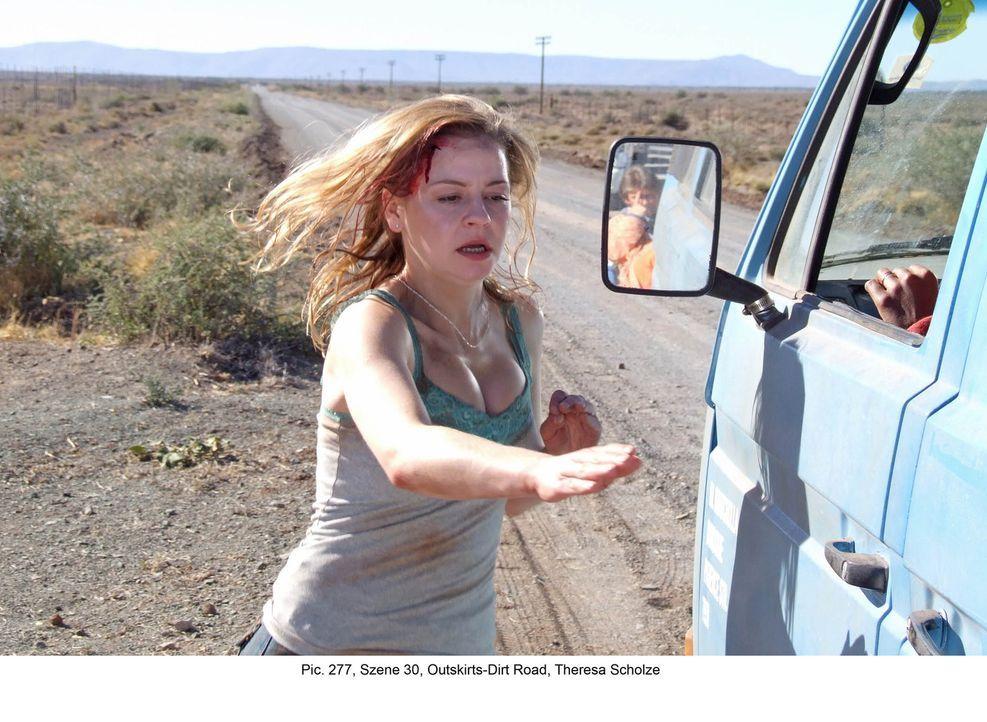 In letzter Sekunde gelingt Marisa (Theresa Scholze) die Flucht. In einem Minibus, der sie am Straßenrand aufliest, entkommt sie ihren Verfolgern ... - Bildquelle: Boris Guderjahn ProSieben