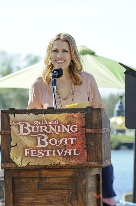 Während Haley (Bethany Joy Galeotti) alle Vorbereitungen für das jährliche Bootsverbrennungsfest trifft, bei denen jeder seine Enttäuschungen und Mi... - Bildquelle: Warner Bros. Pictures