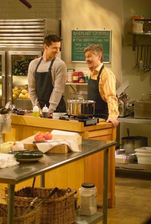 Genießen den Kochkurs: Jack (Sean Hayes, l.) und sein neuer fester Freund Stuart (Dave Foley, r.) ... - Bildquelle: NBC Productions