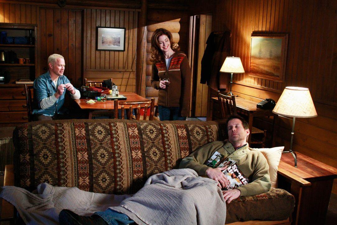 Mike (James Denton, r.), Katherine (Dana Delany, M.) und Dave (Neal McDonough, l.) gehen gemeinsam wandern. Doch der Ausflug endet völlig anders als... - Bildquelle: ABC Studios