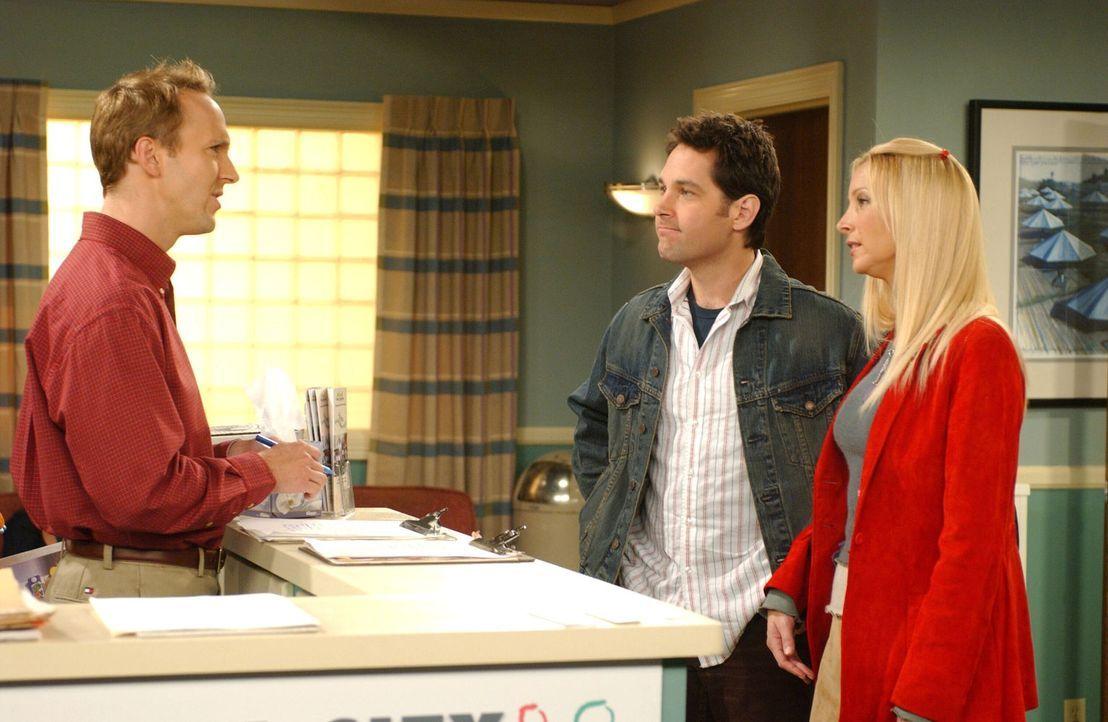 Nach und nach, wird Phoebe (Lisa Kudrow, r.) klar, dass sie doch lieber vornehm heiraten möchte. Und so versucht sie gemeinsam mit Mike (Paul Rudd,... - Bildquelle: 2003 Warner Brothers International Television