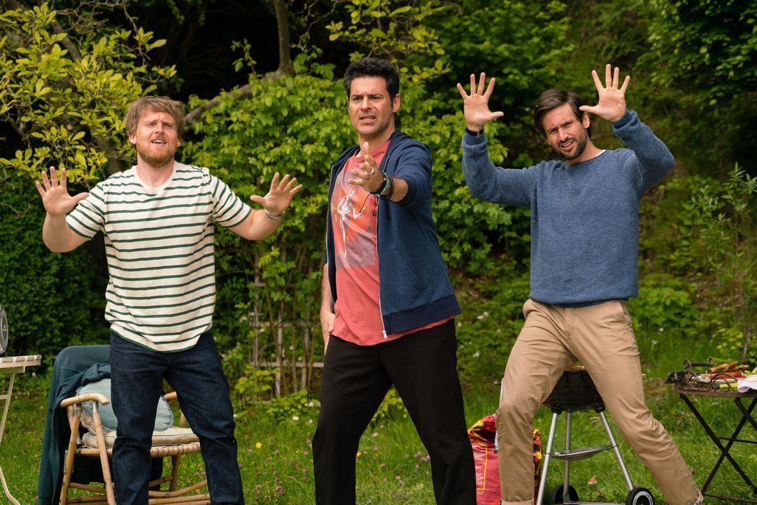 """Auch die """"Jungs"""" lassen die alten Schulzeiten wieder aufleben: (v.l.n.r.) Jochen (Axel Stein), Piet (Rick Kavanian) und Christian (Tom Beck) ... - Bildquelle: Arvid Uhlig SAT.1 / Arvid Uhlig"""