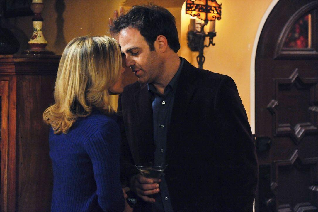 Haben sie noch eine Chance? Charlotte (KaDee Strickland, l.) und Cooper (Paul Adelstein, r.) ... - Bildquelle: ABC Studios