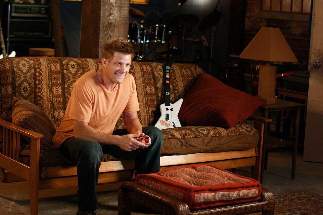 Tom (Doug Savant) mietet mit Hilfe von Anne, Mutter eines Schulkameraden von Porter, einen Übungsraum für die Band. Als diese häufig dort auftaucht,... - Bildquelle: ABC Studios