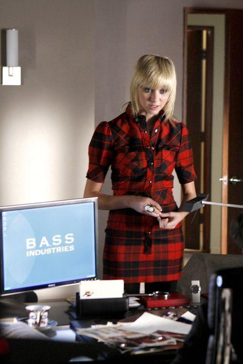 Die Unterlagen von Jenny (Taylor Momsen) sind nicht mehr in der Tasche, sie weiß auch nicht, dass Lily sie bereits gelesen hat ... - Bildquelle: Warner Brothers