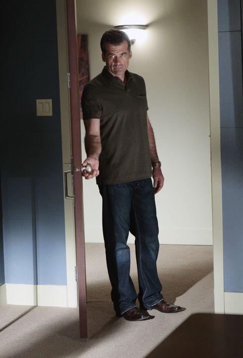Obwohl ihn Emily darum gebeten hat, bei Madacorp zu bleiben, lehnt Stephen (Bruce Thomas) ab und verlässt die Firma ... - Bildquelle: TOUCHSTONE TELEVISION