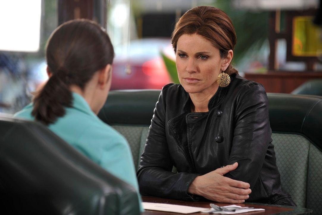 Während Violet (Amy Brenneman, r.) um ihre Zulassung als Ärztin bangen muss, weil sie von Katie (Amanda Foreman, l.) wegen der Veröffentlichung i... - Bildquelle: ABC Studios
