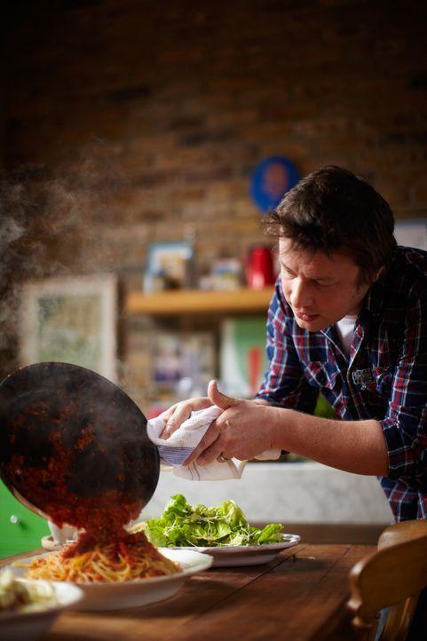 Spaghetti alla puttanesca stehen heute bei Jamie Oliver auf der Speisekarte. - Bildquelle: David Loftus 2009,