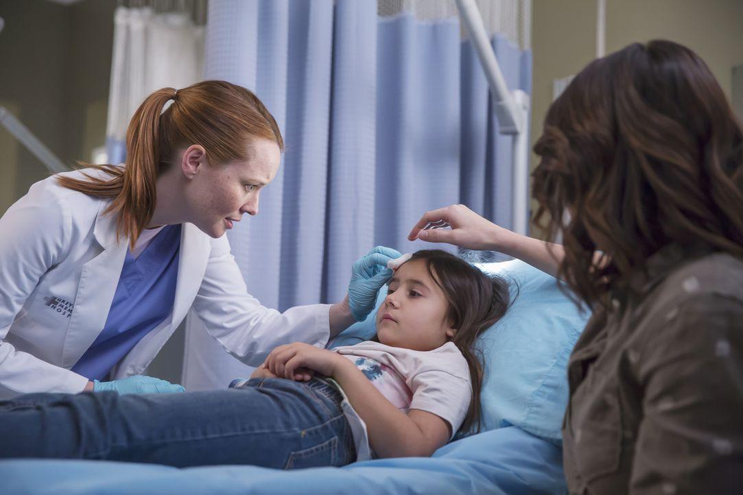 In der Klinik wird Callies Tochter Sofia eingeliefert. Sie hat nur eine leichte Kopfverletzung, doch da Callie im OP ist, muss Penelope (Samantha Sl... - Bildquelle: Ron Batzdorff ABC Studios