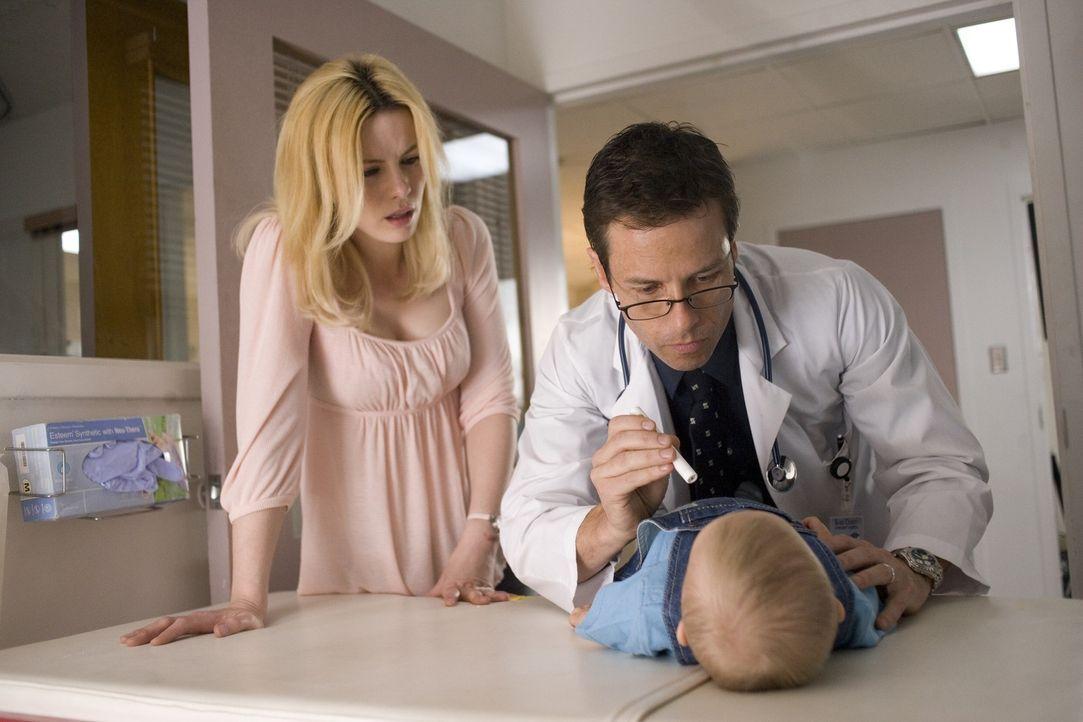 Die Kellnerin und alleinerziehende Mutter Carla (Kate Beckinsale, l.) ist nach dem schrecklichen Amoklauf nicht mehr im Stande, sich um ihr Baby zu... - Bildquelle: Constantin Film Verleih