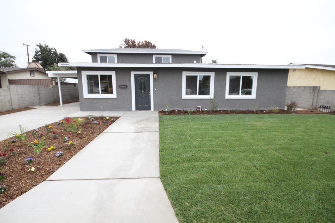 Das Haus ist schon von außen kaum wiederzuerkennen: Der Vorgarten ist weitläufig und bepflanzt und auch die Fassade des Hauses ist neu. Ob das auch... - Bildquelle: 2018, Scripps Networks, LLC. All Rights Reserved.