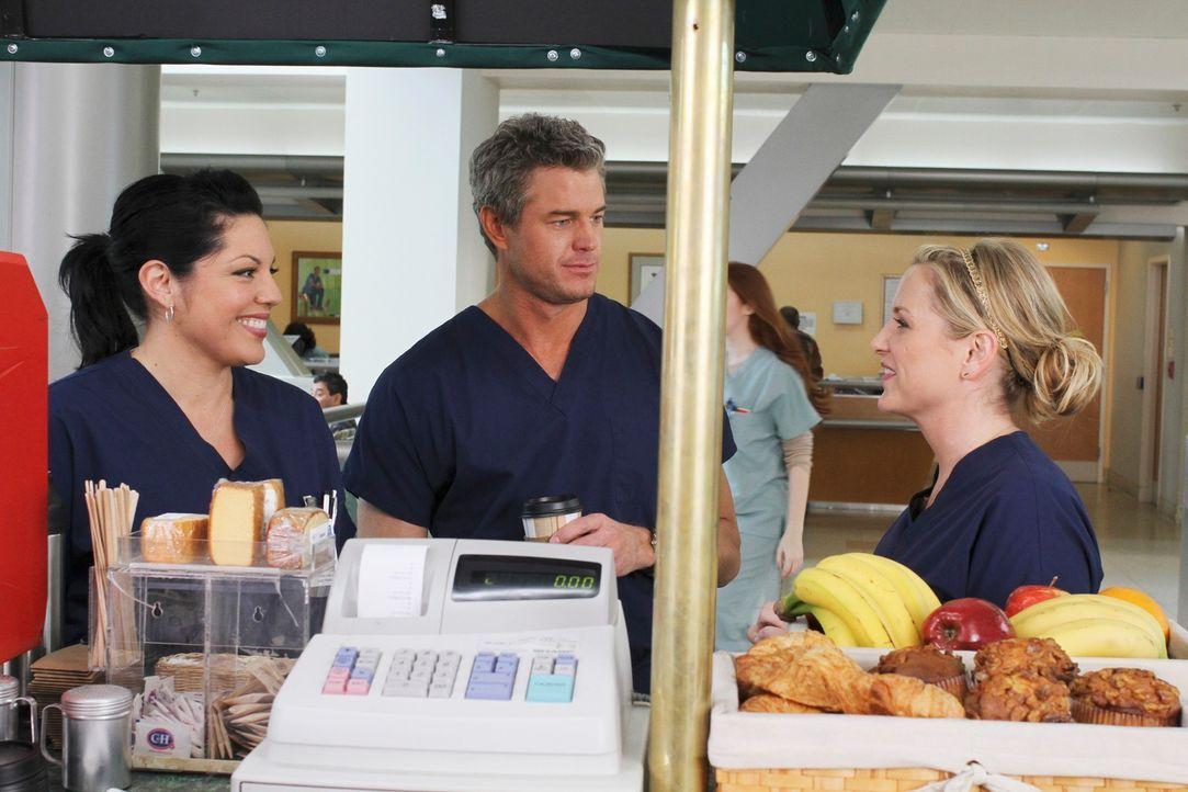 Callie (Sara Ramirez, l.) und Arizona (Jessica Capshaw, r.) versuchen, im Krankenhaus herauszufinden, wie Marks (Eric Dane, M.) Date mit Teddy verla... - Bildquelle: Touchstone Television
