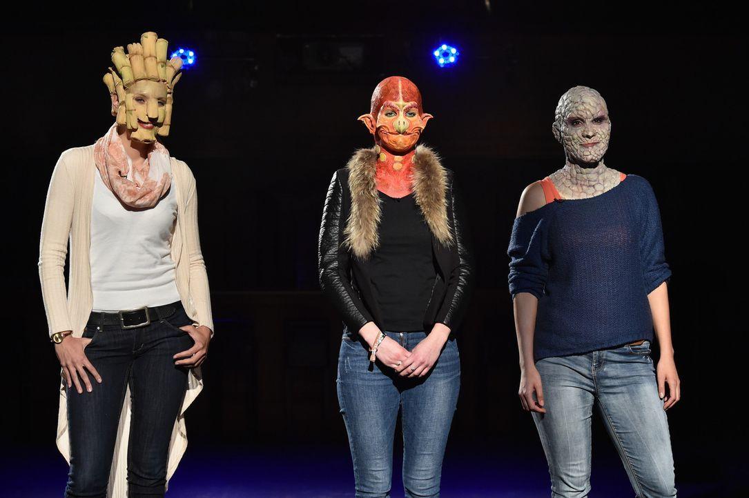 Drei weibliche Beasts stellen sich der Wahl: Steinfrau Eliza (r.), Geierdame Laura (M.) und Bambusgirl Anett (l.) ... - Bildquelle: Andre Kowalski Sixx