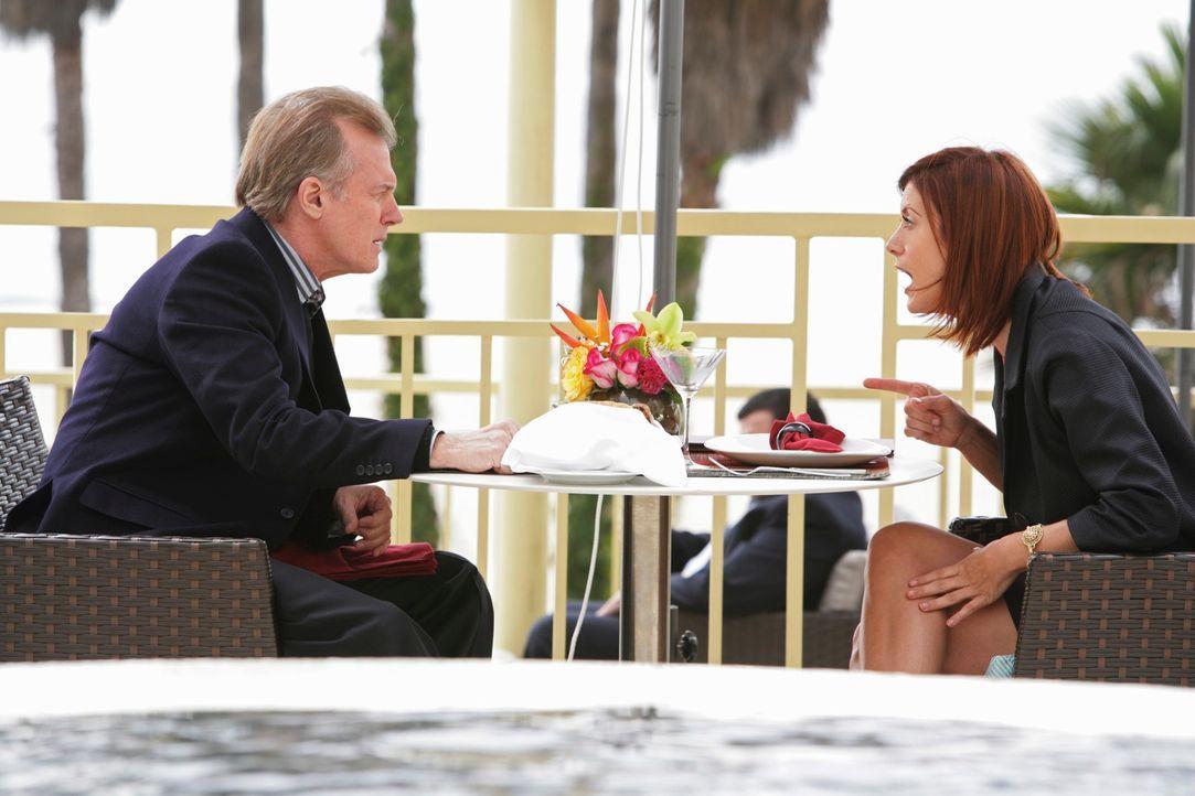 Addison (Kate Walsh, r.) bekommt Besuch vom Captain (Stephen Collins, l.), ihrem Vater. Er will das Verhältnis zu seiner Tochter verbessern. Doch ei... - Bildquelle: ABC Studios